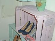 Jasna Lazovic - Schuhregal aus alten Weinkisten