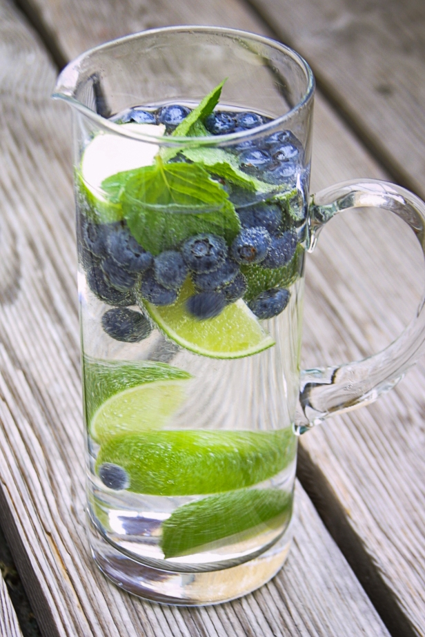Jasna`s Kreativ-Werkstatt: Limette-Heidelbeer-Cocktail mit Minze