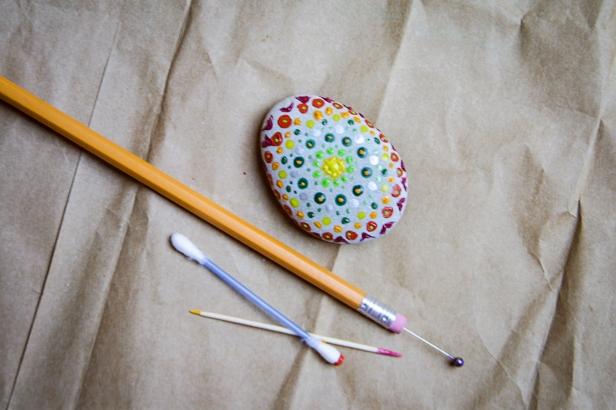 Jasna`s Kreativ-Werkstatt: Steine mit Acrylfarbe bemalen
