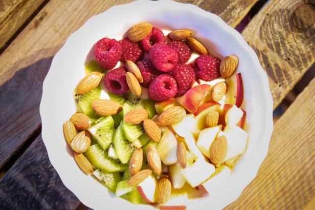 Jasna`s Kreativ-Werkstatt: Frisches Obst mit Joghurt