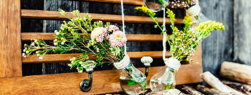 Jasna`s Kreativ-Werkstatt: Gluehbirnen als Blumenvasen